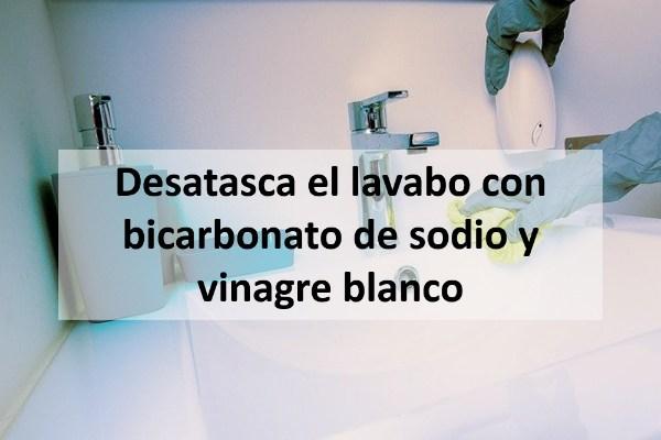 Desatasca el lavabo con bicarbonato de sodio y vinagre blanco